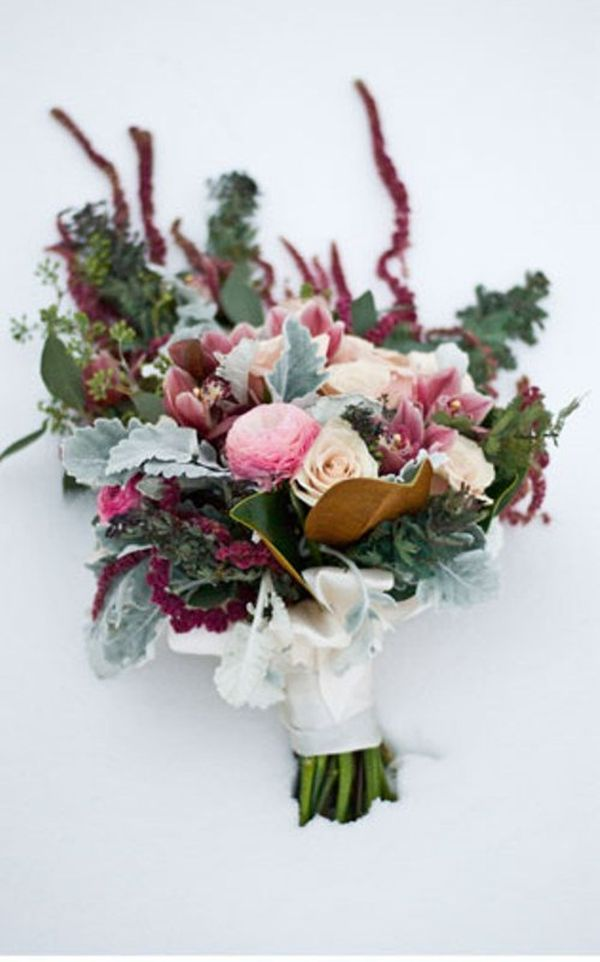 winter white wedding bouquets photo - 1