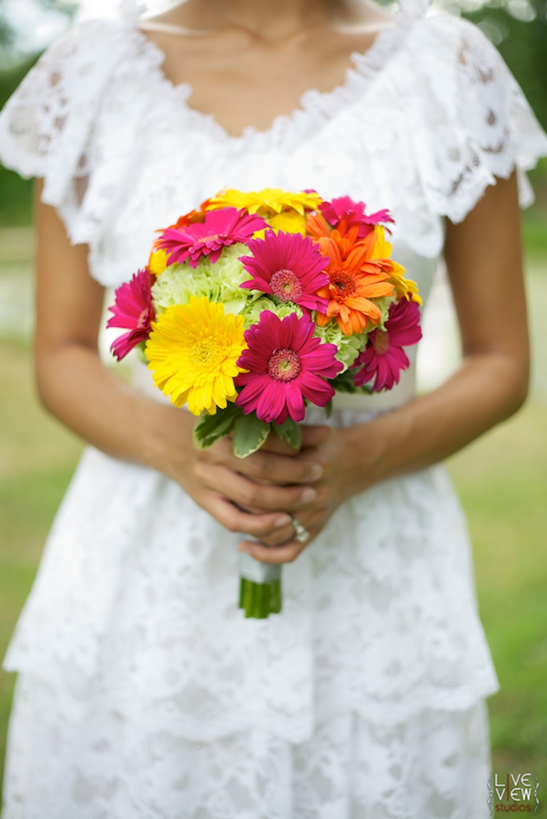 yellow daisy wedding bouquets photo - 1