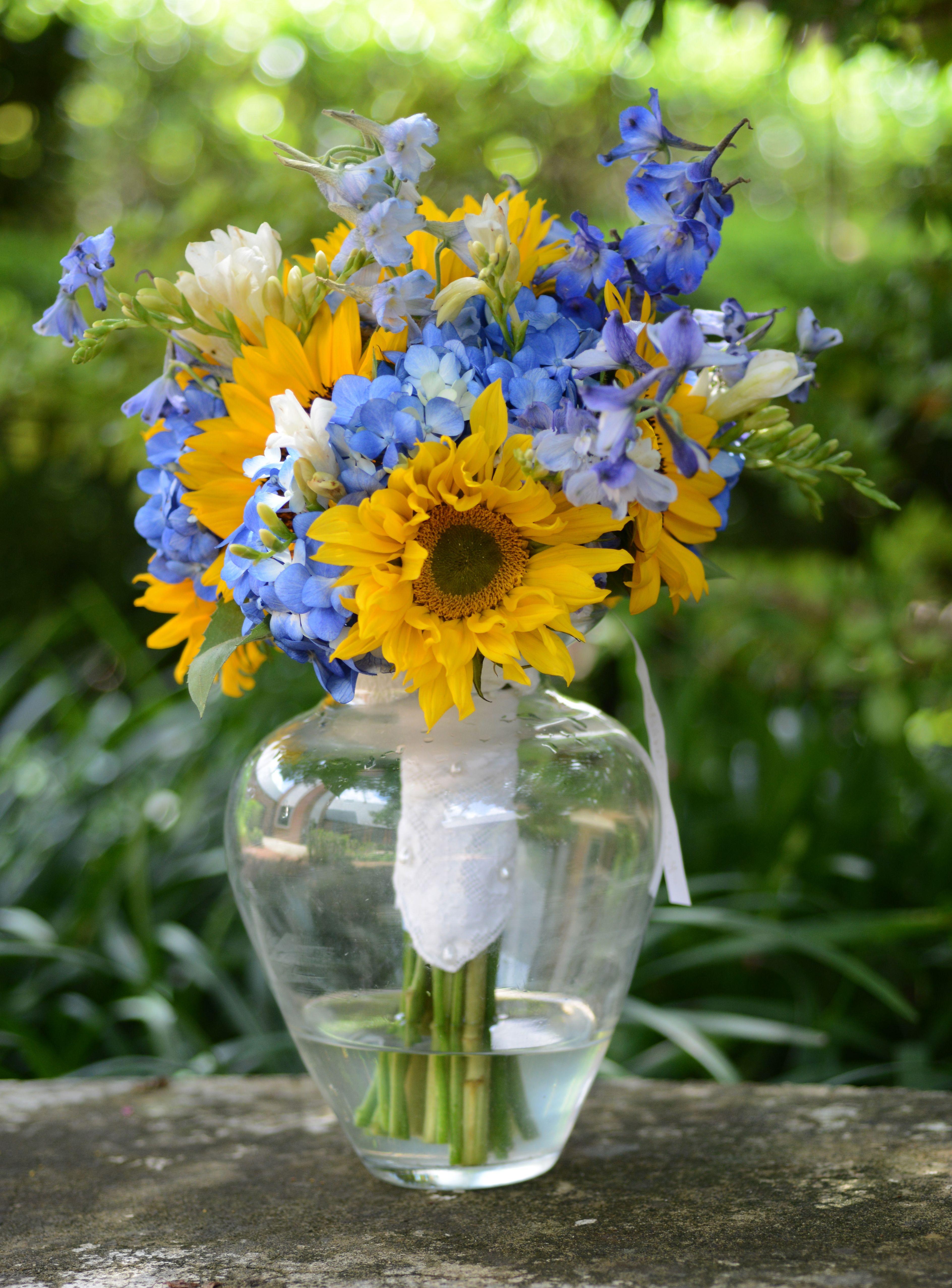 yellow wedding bouquets photo - 1