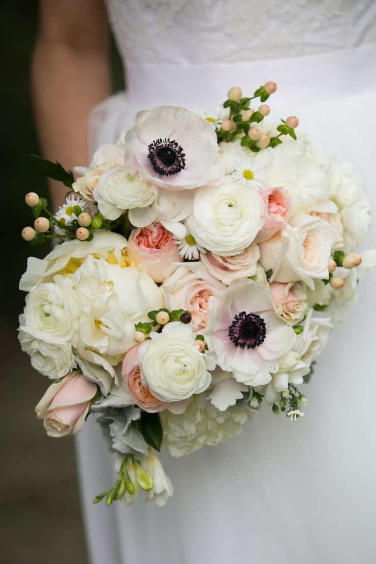 black and white wedding bouquets photo - 1