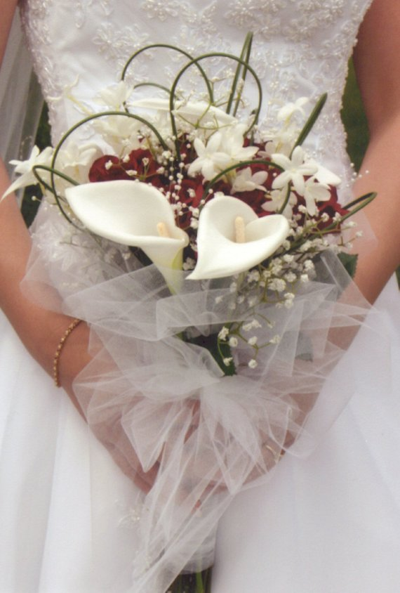 black white and silver wedding bouquets photo - 1