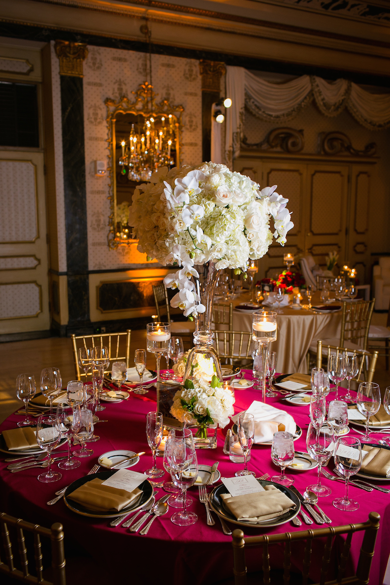 burgundy wedding flowers photo - 1