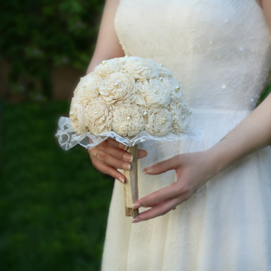 cream wedding bouquets photo - 1
