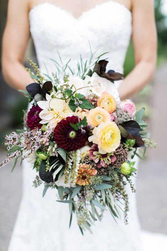 dark blue wedding bouquets photo - 1