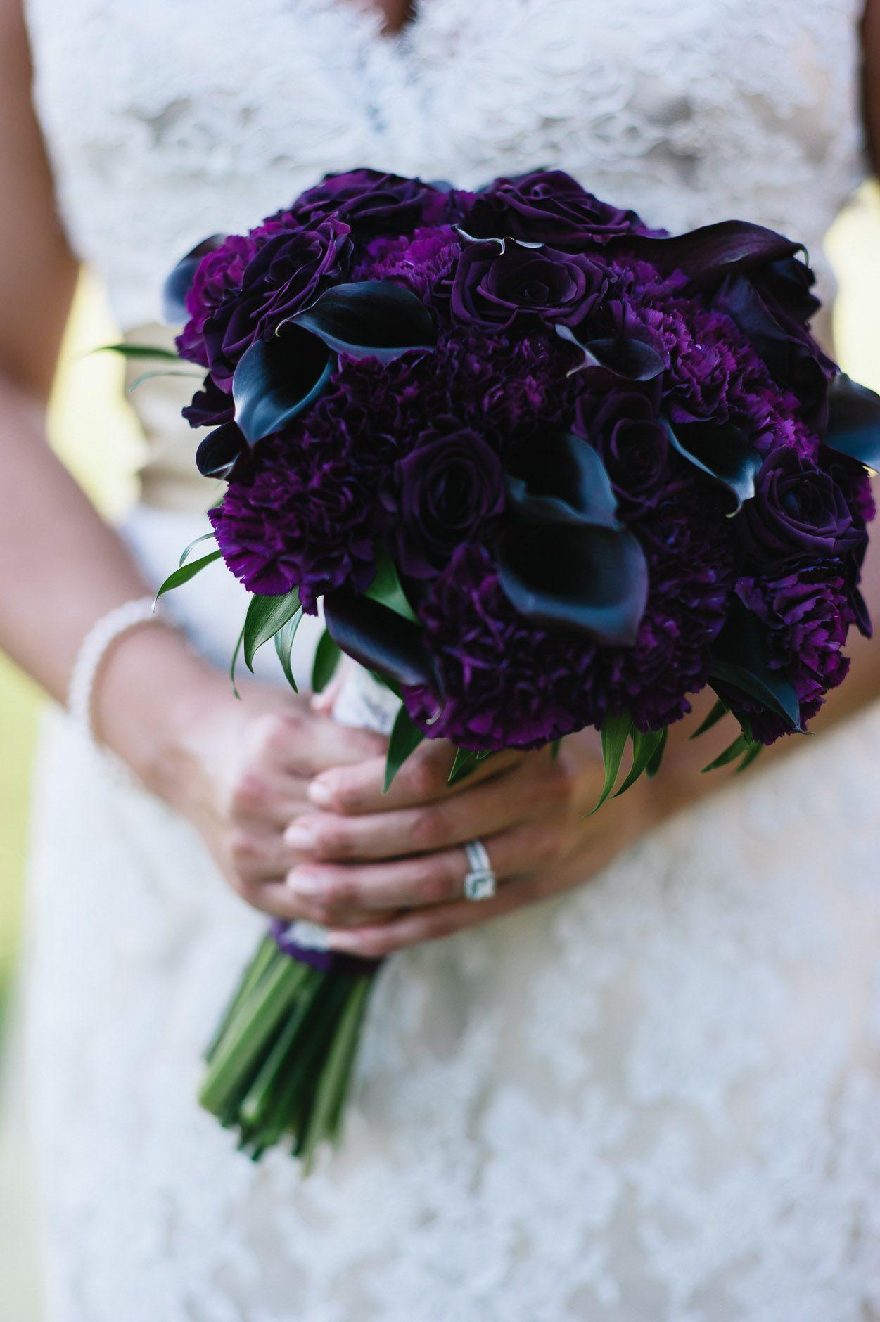 dark wedding bouquets photo - 1