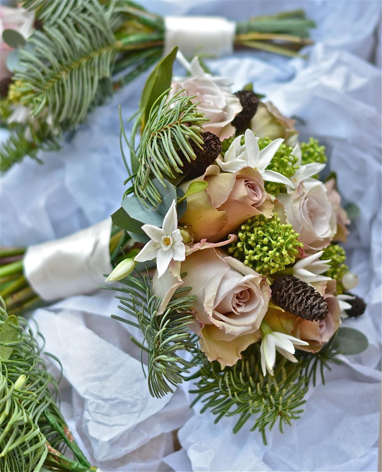 december wedding bouquets photo - 1