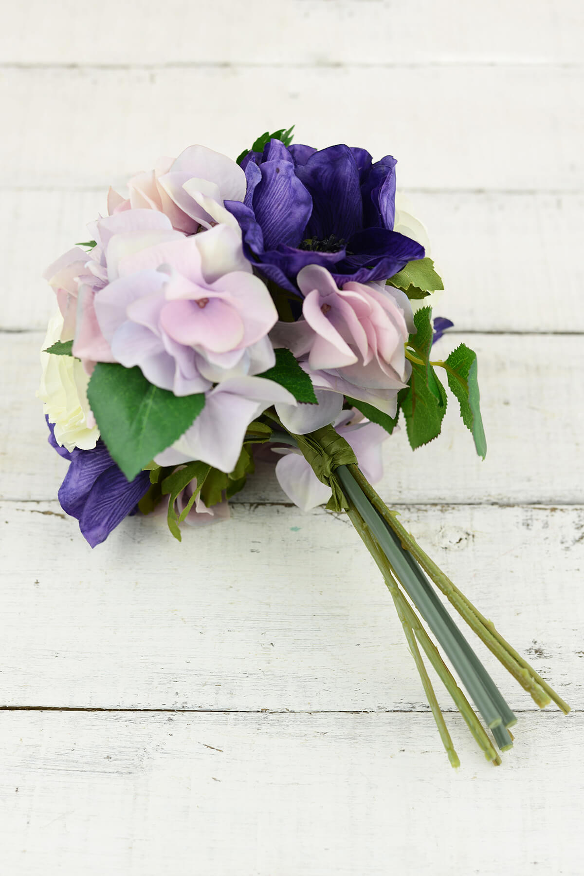 hydrangea and roses wedding bouquets photo - 1