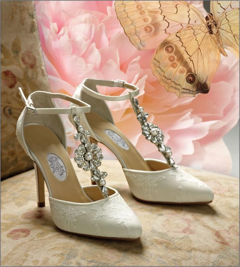 ivory vintage wedding shoes photo - 1