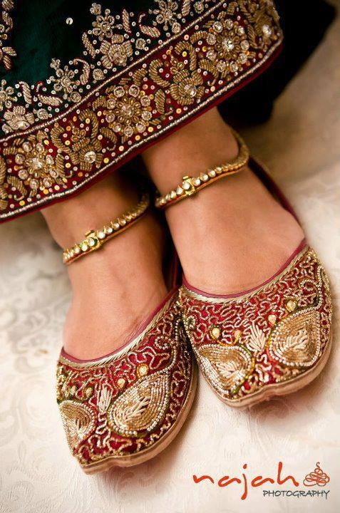 men indian wedding shoes photo - 1