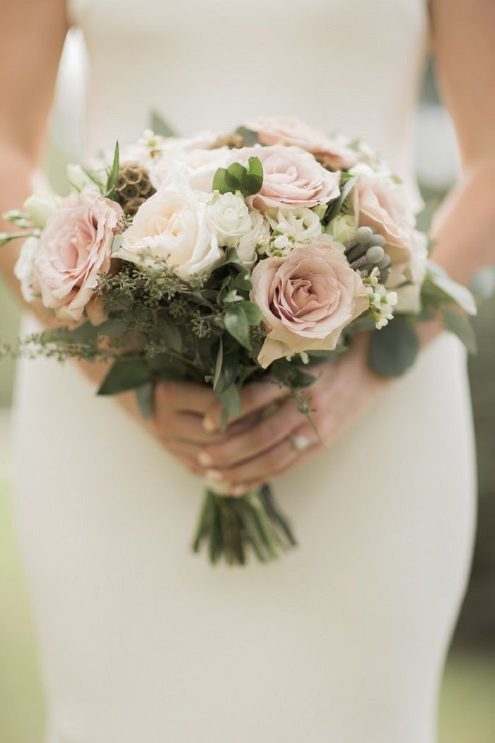 neutral wedding bouquets photo - 1