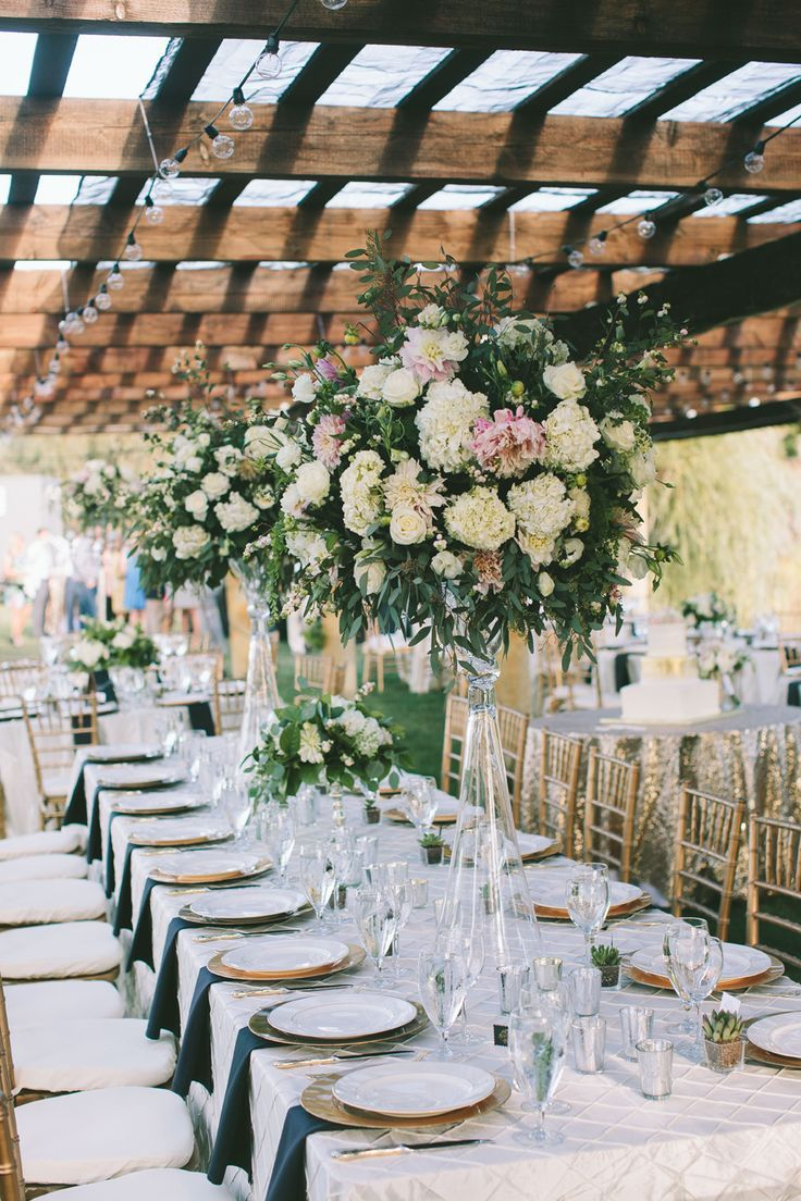 outdoor wedding flowers photo - 1