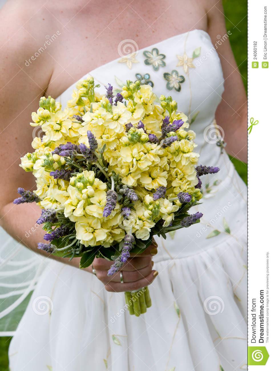 purple daisy wedding bouquets photo - 1