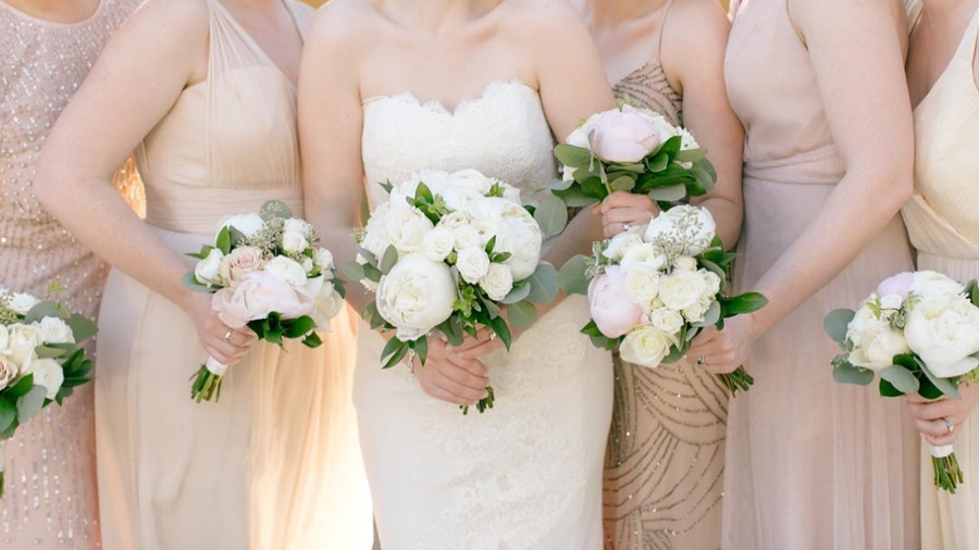 red and white wedding bouquets ideas photo - 1
