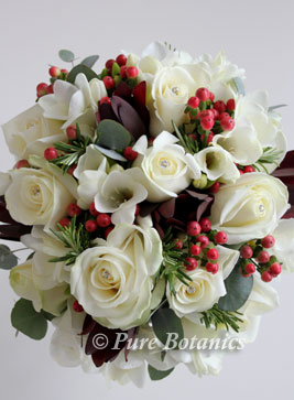 red roses bouquet wedding photo - 1