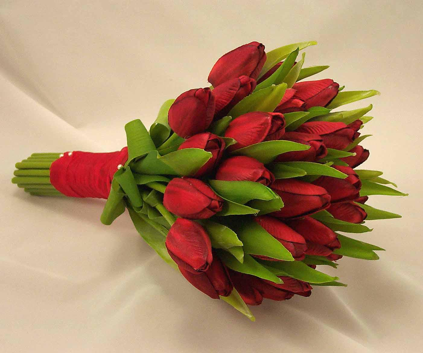 red tulip wedding bouquets photo - 1