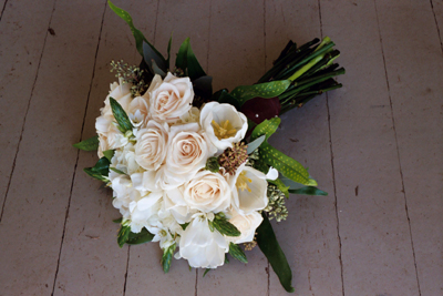 red white blue wedding bouquets photo - 1