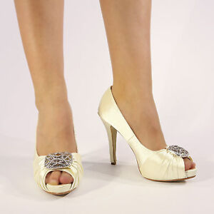 satin wedding shoes photo - 1