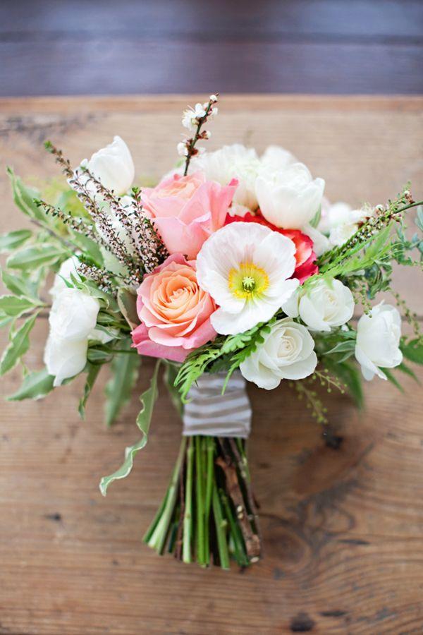 simple wedding flowers bouquets photo - 1