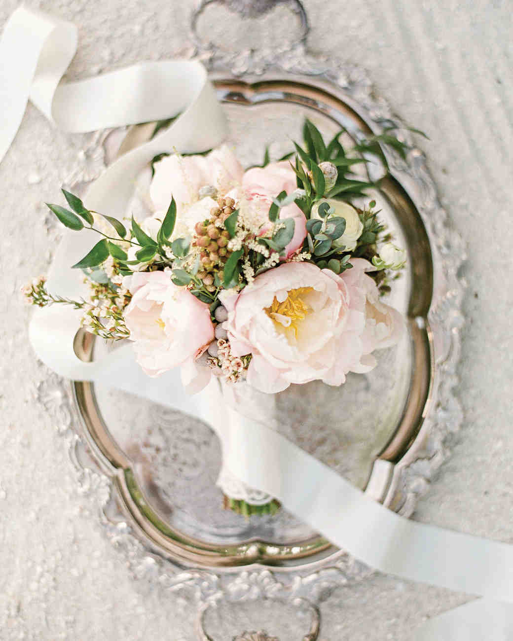 small simple wedding bouquets photo - 1