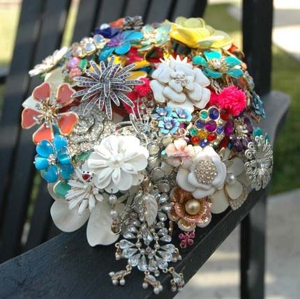 wedding bouquets made out of brooches photo - 1