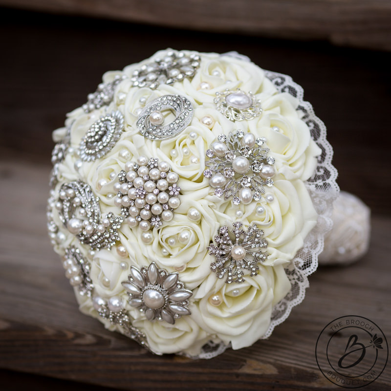wedding bouquets made with brooches photo - 1