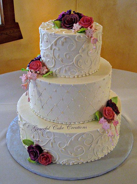 wedding cake with purple flowers photo - 1