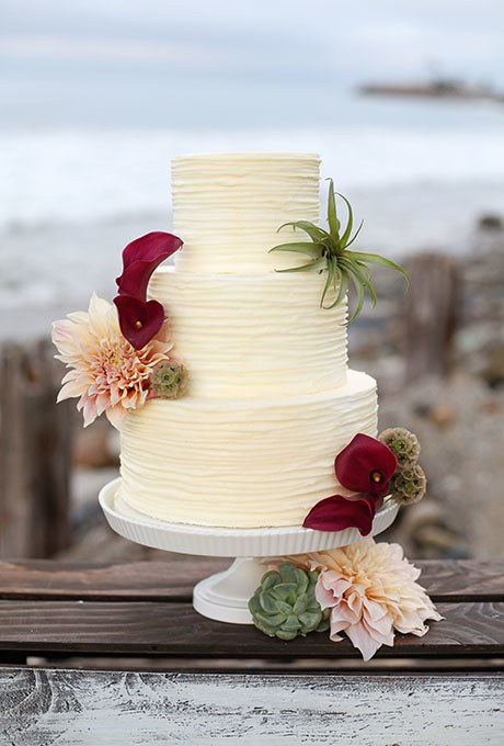 wedding cake with real flowers photo - 1