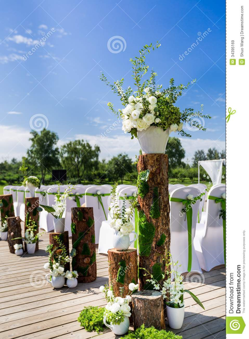 wedding chair flowers photo - 1