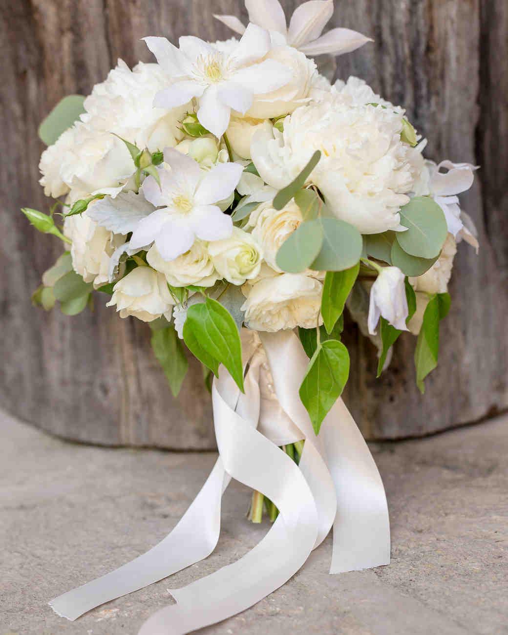 white bridal bouquets photo - 1