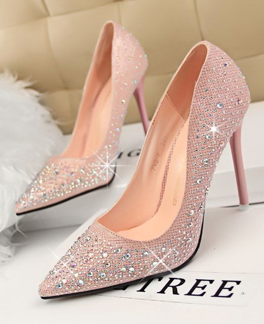 white wedding shoes with bows photo - 1