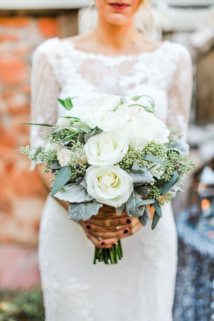 winter wedding flowers bouquets photo - 1